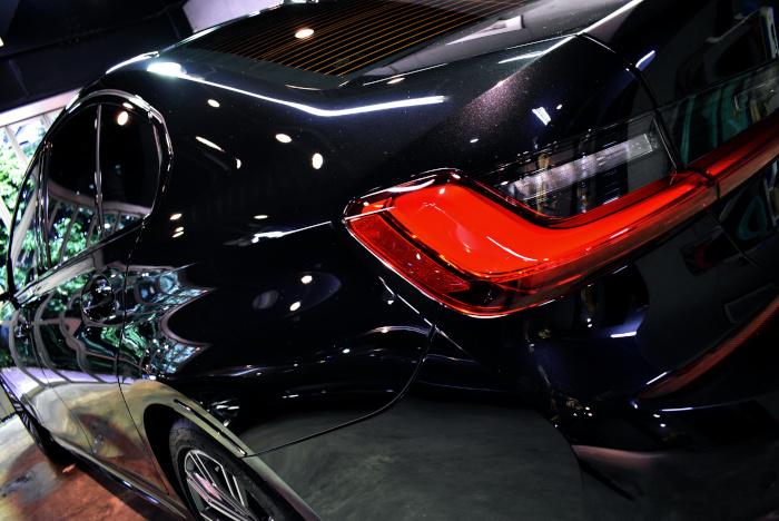BMW320-6.jpg